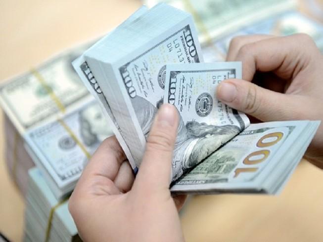 Giá USD tăng chóng mặt