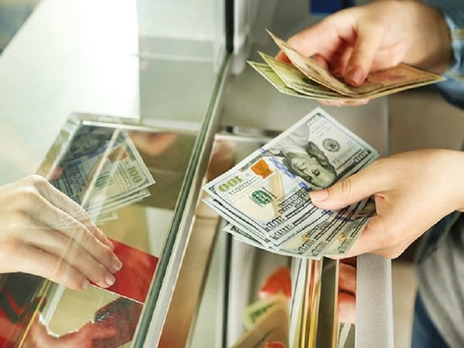 Giá bán USD tăng vùn vụt
