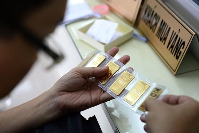Đôla Mỹ giảm bất thường, vàng trở lại thời huy hoàng ?