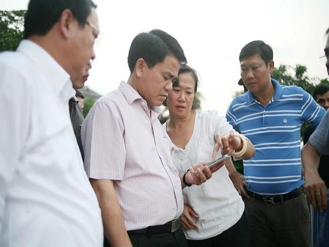 Cá chết ở Hồ Tây: Chủ tịch Nguyễn Đức Chung đi thị sát