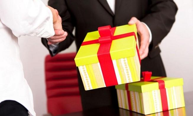 Hà Nội cấm công chức đi thăm, tặng quà tết cho cấp trên