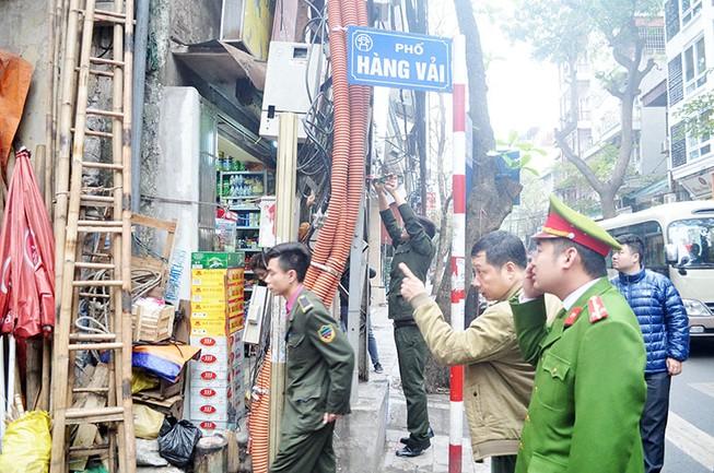Hà Nội đồng loạt ra quân xử lý lấn chiếm vỉa hè