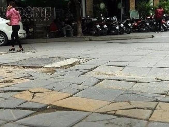 Chủ tịch Hà Nội yêu cầu dừng các dự án lát đá vỉa hè