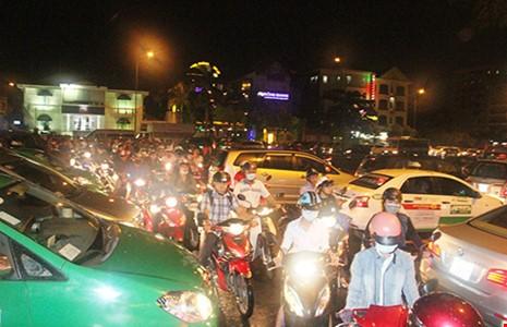 Trổ thêm cổng vào sân bay Tân Sơn Nhất