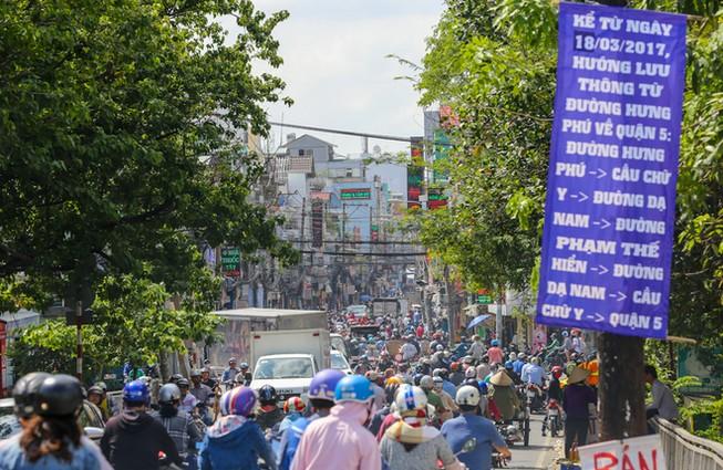 Sài Gòn ùn tắc nhiều nơi trong ngày cuối tuần