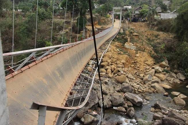 Sập cầu treo ở Lai Châu, 8 người thiệt mạng.