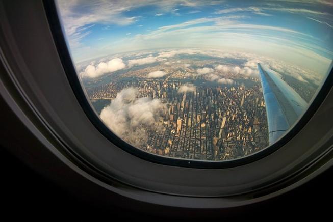 Hành khách tự ý mở cửa thoát hiểm gây chậm nhiều chuyến bay
