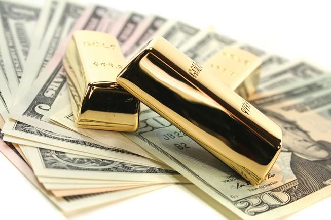 Giá vàng SJC đi ngang, đôla tăng