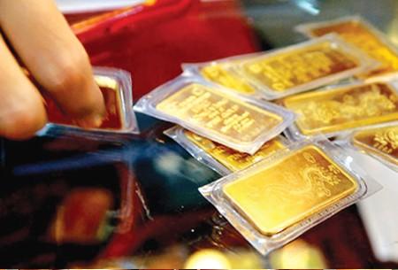 Vàng tăng nhẹ, USD giảm
