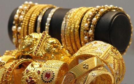 Vàng nữ trang giảm tới 10% để hút khách hàng mùa cưới