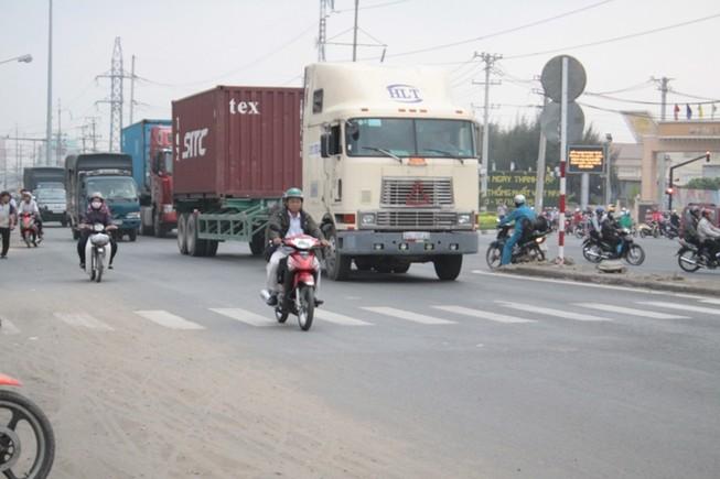 Long An: Nhiều lái xe 'lờ' lệnh cấm