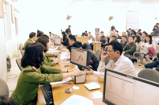 Hà Nội: Ngày đầu cấp căn cước công dân