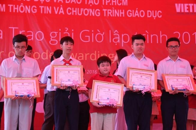 Học sinh TP.HCM được Microsoft trao thưởng 175 triệu đồng