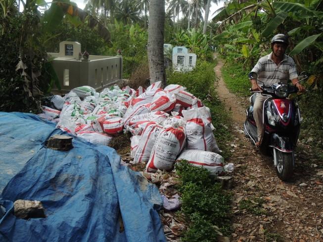 4 tấn gia vị thối đã được nông dân xin về bón cây