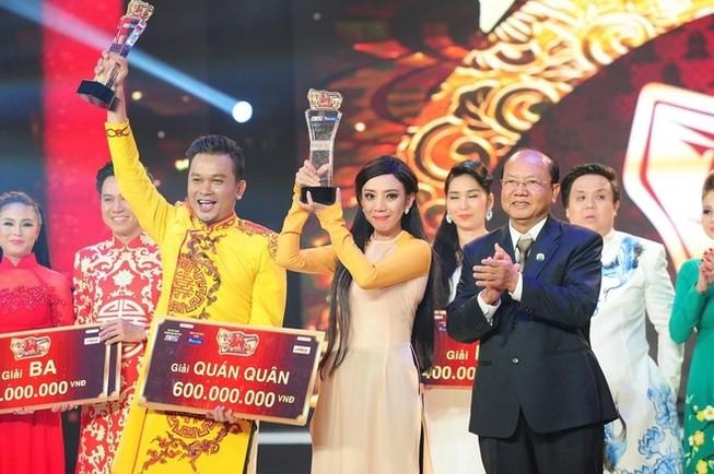 Hoa hậu hài Thu Trang và Hữu Quốc đăng quang 'Tài tử tranh tài'