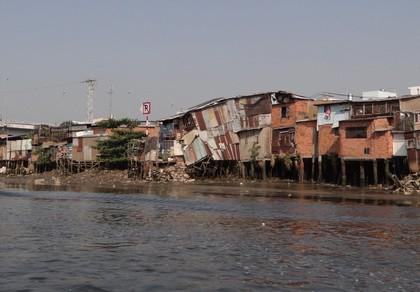 Vẫn còn hàng ngàn hộ gia đình xả chất thải 'khó nói' xuống kênh