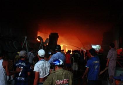 Cháy kho khô mực, thiệt hại hàng tỉ đồng