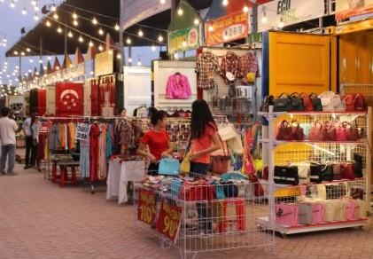 Độc đáo chợ làm từ thùng container ở Sài Gòn