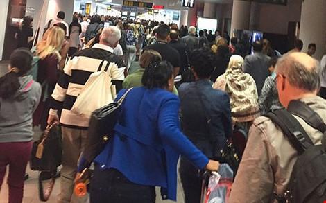 Clip toàn cảnh vụ nổ tại sân bay Brussels