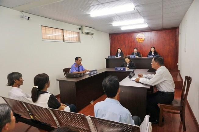 Tòa mượn phòng xử, luật sư được ngồi ngang hàng với kiểm sát viên