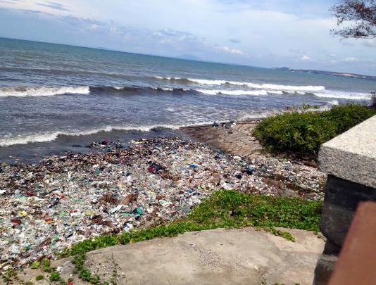 Kiểm tra thông tin biển Mũi Né đầy rác trên Facebook của du khách Nga