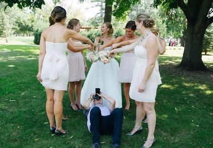 Chùm ảnh minh chứng chụp ảnh cưới là nghề khổ nhất năm