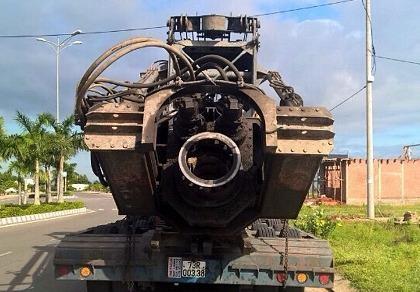 Đoàn xe vận chuyển hàng 'siêu khủng' lại không chịu vào cân xe