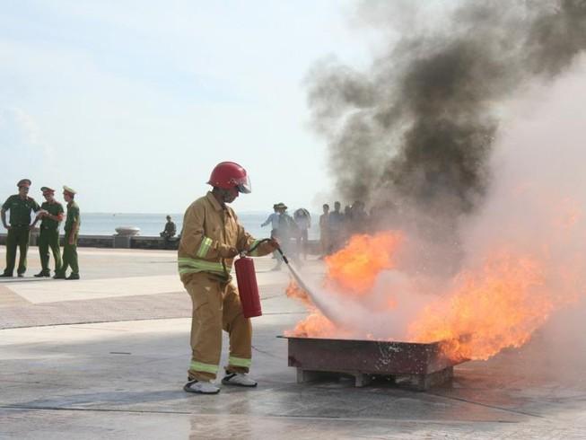 Hào hứng hội thao chữa cháy cứu người