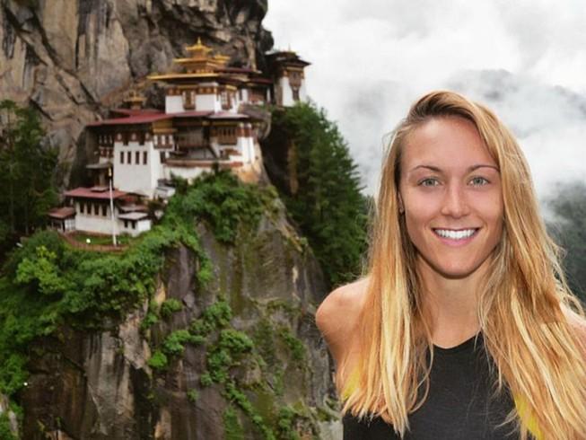 Cô gái du lịch quanh thế giới trong thời gian ngắn nhất