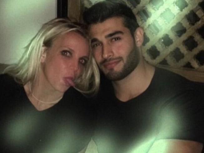 Britney Spear tiều tụy sau nghi án hẹn hò cùng trai trẻ