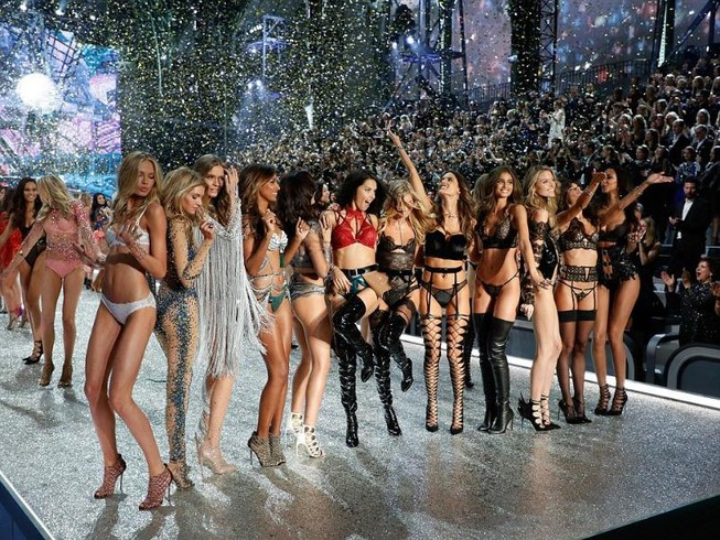 Lộ diện dàn thiên thần nóng bỏng của Victoria's Secret