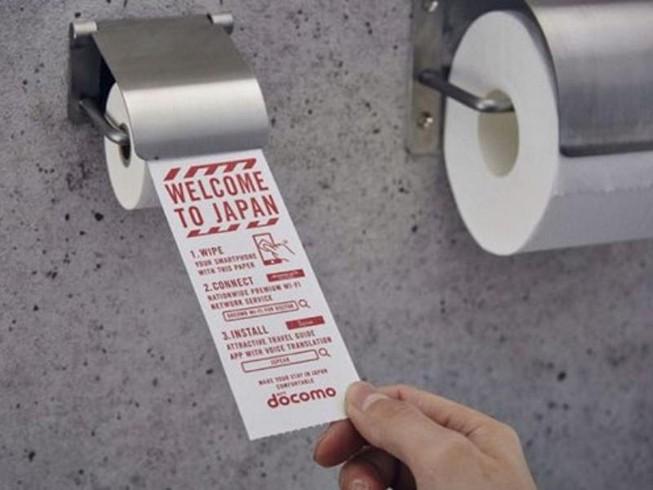 Giấy vệ sinh dùng cho... điện thoại thông minh