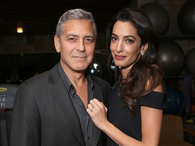 Vợ George Clooney mang song thai ở tuổi 39