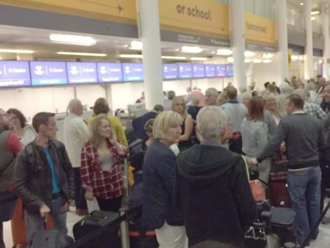Sự cố máy tính khiến 100 sân bay náo loạn
