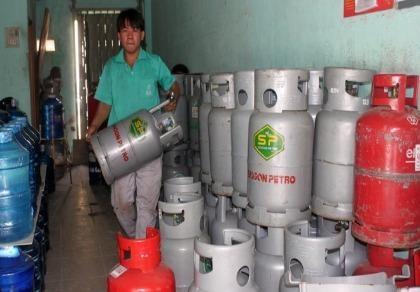 Từ 1-7 giá gas giảm đến 14.000 đồng/bình 12kg