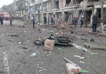 Vụ nổ tại Hà Đông nghi là do cưa bom?