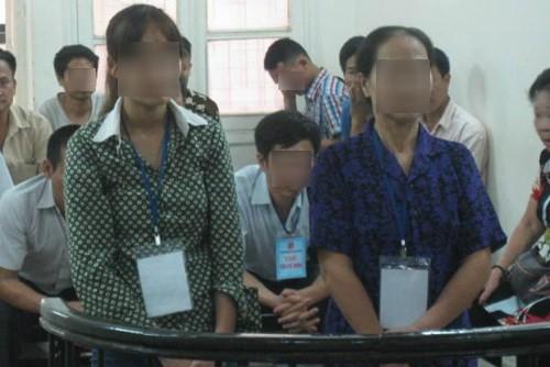 Ba mẹ con cùng ra tòa vì tội làm nhục người khác