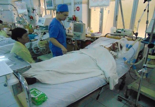 Hơn một tháng sau vụ nổ Văn Phú, nữ nạn nhân vẫn hôn mê sâu