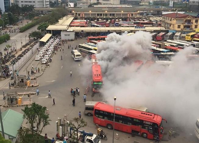 Thông tin xe khách bốc cháy tại Bến xe Mỹ Đình là thất thiệt