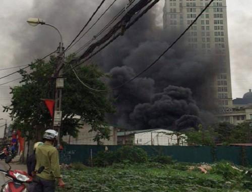 Cháy ngùn ngụt tại Công ty Điện lực Nam Từ Liêm