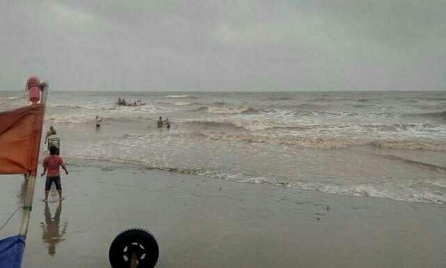 Tìm thấy thi thể 3 học sinh mất tích khi tắm biển
