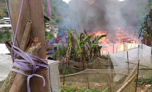Nhà trưởng thôn bị cháy, cháy luôn cả tiền hộ nghèo