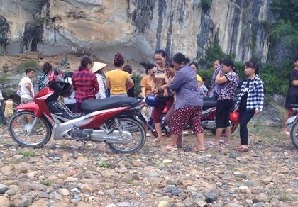 Dùng ruột ô tô làm phao bơi, 4 nữ sinh chết đuối thương tâm