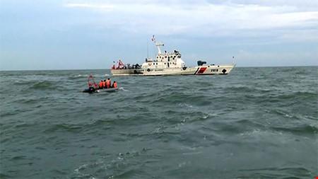 Vớt được hộp đen CASA 212 và 2 thi thể nghi là thành viên tổ bay