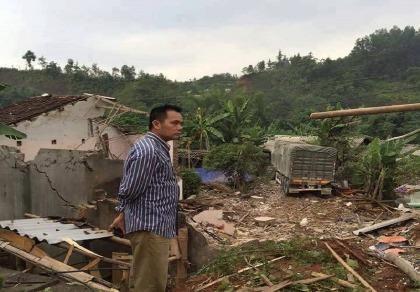 Hai xe chở vôi đâm sập 3 nhà dân ở Cao Bằng
