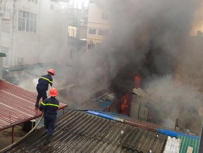 Cháy khủng khiếp tại lán trọ công nhân