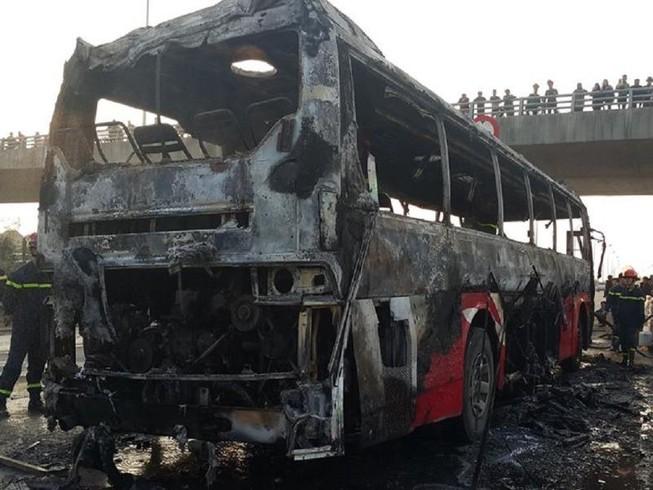Cháy xe ở đại lộ Thăng Long, không thiệt hại về người