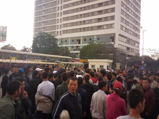 Hàng loạt xe khách bỏ chuyến phản đối phân tuyến