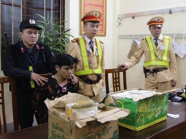 Nam thanh niên một mình vận chuyển 73 bánh heroin