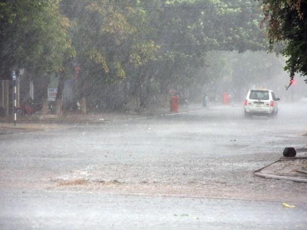Ngày mai, Bắc Bộ và Bắc Trung Bộ có mưa dông, đề phòng tố lốc